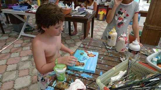 Amara Dolce Vita Luxury: Сын делает картину.