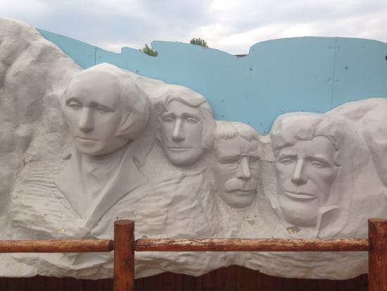 """Wall Drug: """"Mt Rushmore"""" photo op"""