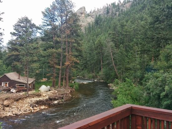 Rustic River Cabins: View from Cabin 8