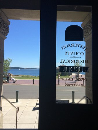 Jefferson Museum of Art & History: view from the door