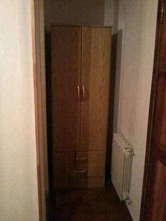 Residencial Sissus : Habitación baño privado