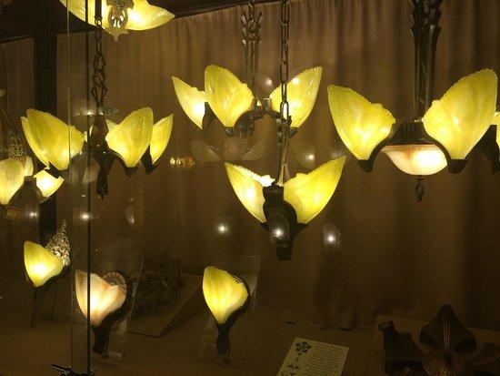 Kelly Art Deco Light Museum: hanging fixtures