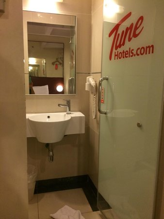 Tune Hotel Georgetown Penang: Bathroom