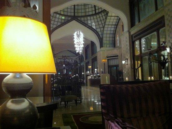 Four Seasons Hotel Gresham Palace: Hall