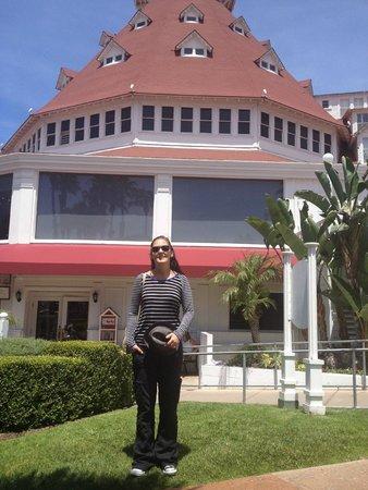 Hotel del Coronado : view of the Victorian building
