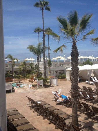 Hotel del Coronado: Looking from our room's veranda, out towards the beach and main pool area