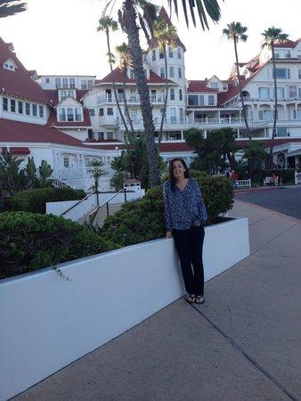 Hotel del Coronado: Somewhere between the Cabana rooms and the Vicotiran building