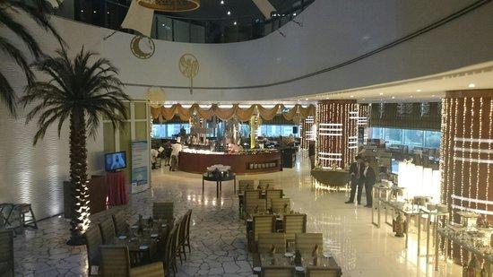 Crowne Plaza Doha - The Business Park: Restaurant