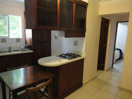 Bavaro Hostel : sala, banheiro e ao fundo o quarto