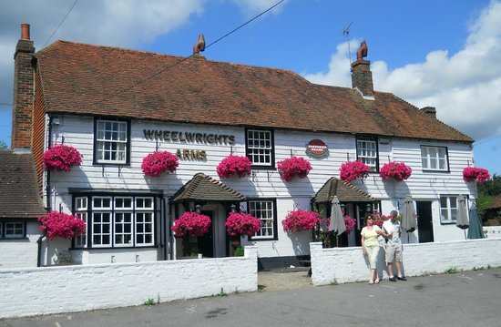 The Wheelwrights Arms: The Wheelwrights on a sunny afternoon