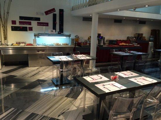Petit Palace Plaza de la Reina: Een echt luxe ontbijtbuffet