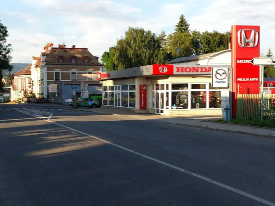 Pytloun Hotel Liberec : Next to Mazda and Honda dealer, so if that is your car, a possible help...