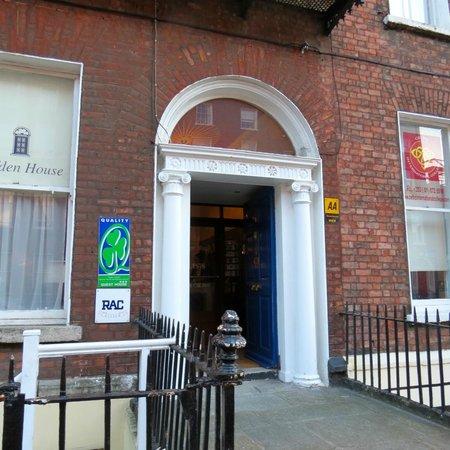 Clifden Guesthouse & Apartments : Clifden House frontage