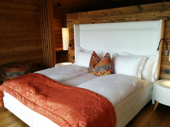 AML - camera da letto chalet - Foto di Hotel Adler Mountain Lodge ...
