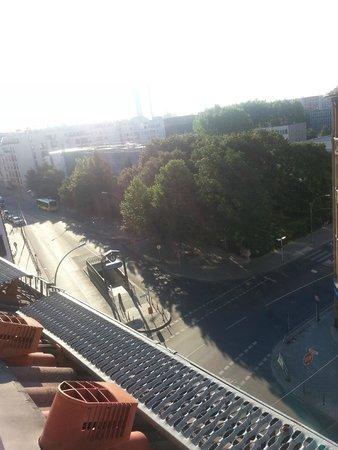 Derag Livinghotel Berlin Mitte: Вид из номера-метро в шаге от отеля