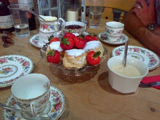 Sedlescombe Organic Vineyard: cream tea