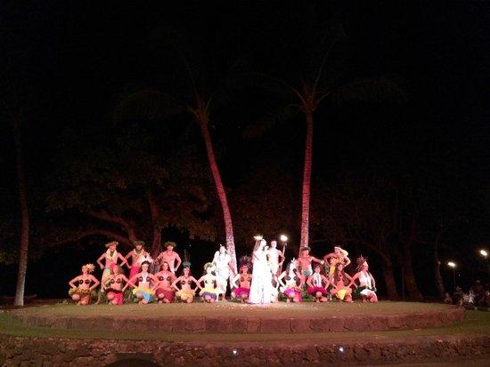 Old Lahaina Luau: Dancers