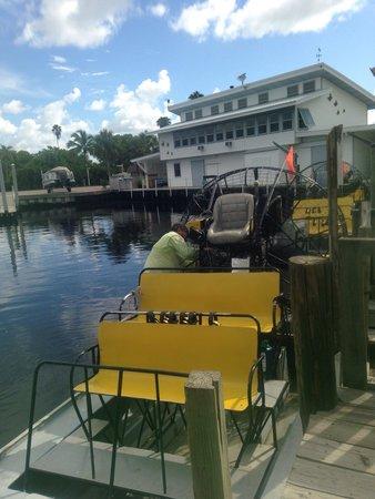 Speedy's Airboat Tours : Au départ avec Capitain's Fred