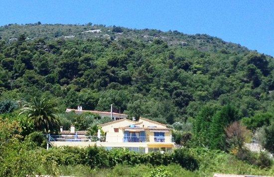 Escale d'Azur : niché sur une colline,