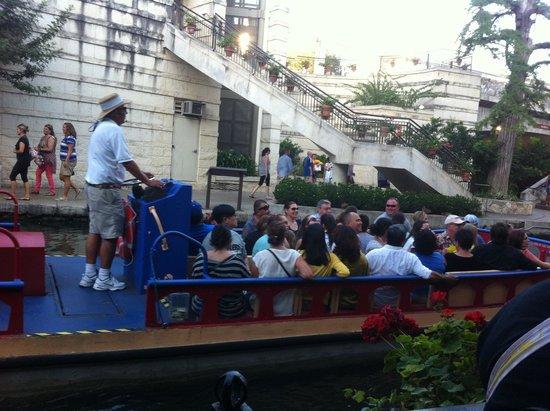 Rio San Antonio Cruises : Cruise Boat