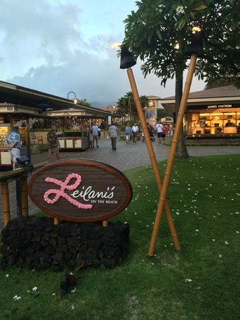 Leilani's On The Beach: Restaurant in the middle of stores