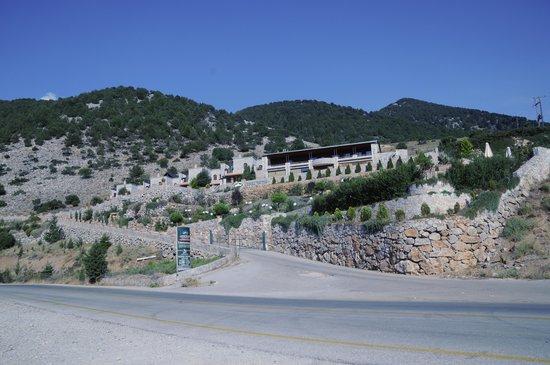 Lefkoritis Resort: Vue de la propriété depuis le plateau d'Askyfou