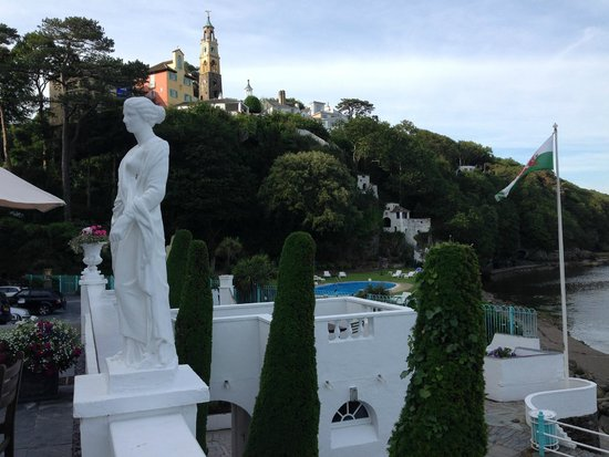 Hotel Portmeirion: On the terrace of the Hotel