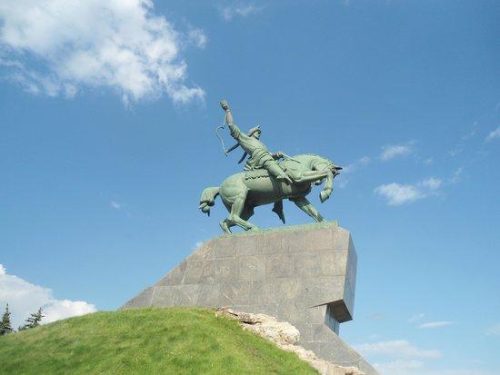 Salavat Yulaev Monument: Собственно, памятник Юлаеву