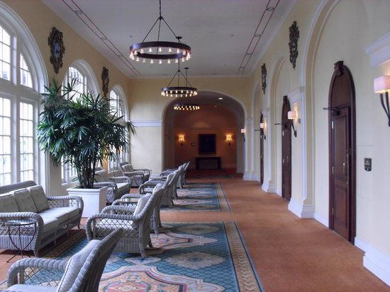 Hotel Galvez & Spa A Wyndham Grand Hotel: Lobby towards spa.