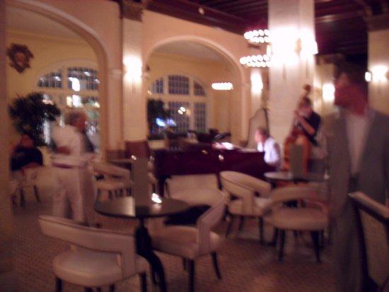 Hotel Galvez & Spa A Wyndham Grand Hotel: Lobby/Bar area with musicians.