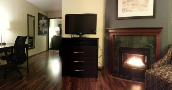 Baymont Inn & Suites Owatonna: 2 Room Fireplace Suites Available
