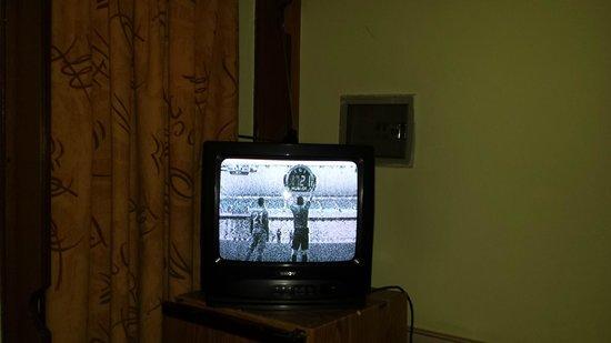 Karyatit Hotel: eben mal fernsehen...schlechtes Bild