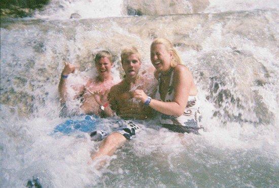 Dunn's River Falls and Park : Enjoying the splash