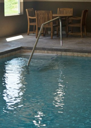 Holiday Inn Express Hotel And Suites St Joseph: Pool