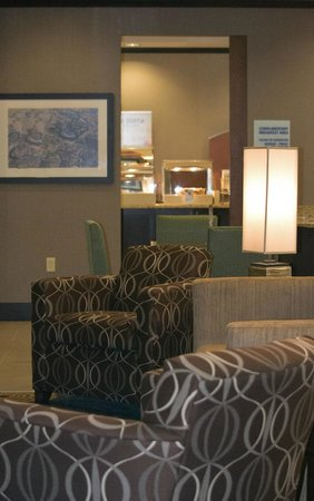 Holiday Inn Express Hotel And Suites St Joseph: Breakfast Area