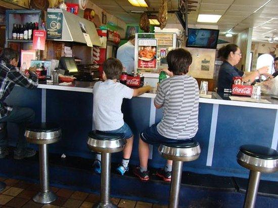 Little Havana : Esperando un trago en un auténtico restaurante cubano