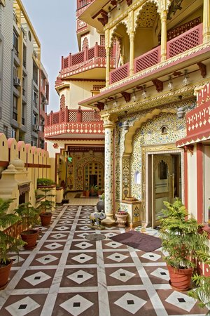 Umaid Bhawan Heritage House Hotel : The courtyard