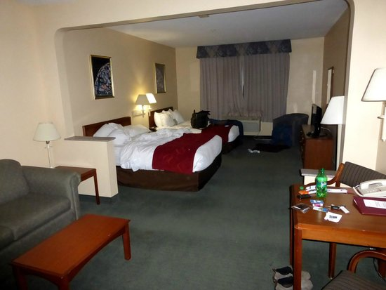 Comfort Suites: View Entering Room