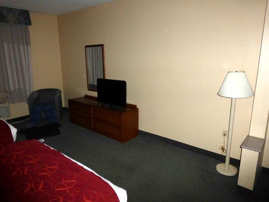 Comfort Suites: Big Wall Small TV