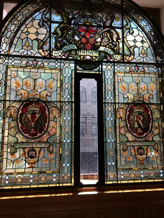 British Columbia Parliament Buildings: stained glass for the queen