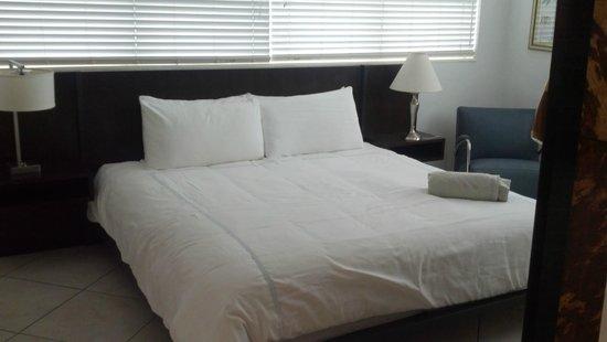 Manhattan Tower Apartment Hotel: bedroom