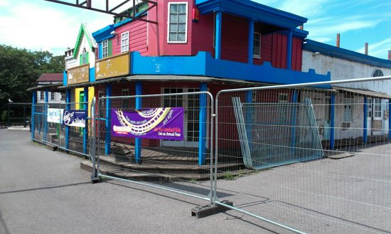 Oakwood Theme Park : Wild West town feature closed