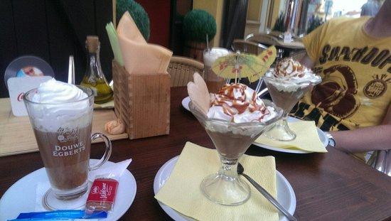 Pizzeria Paganini: Toetjes en Irish coffee!