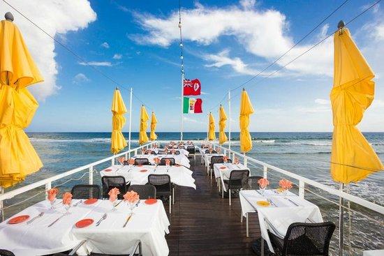The Lighthouse Restaurant: DOCK DINING AREA