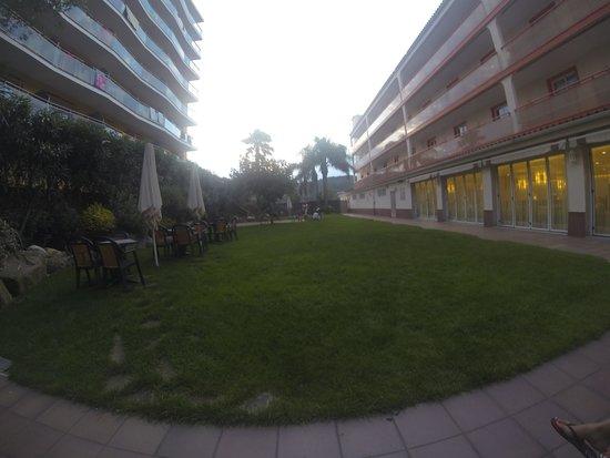 Sumus Hotel Monteplaya: Внутренний дворик