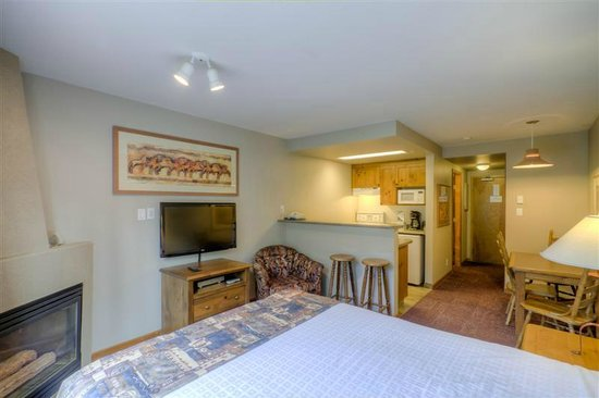 Nancy Greene's Cahilty Hotel & Suites: Studio with a kitchenette