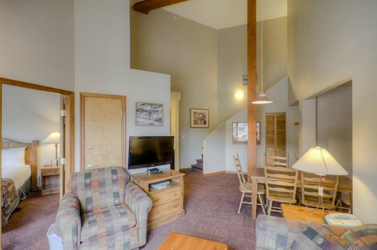 Nancy Greene's Cahilty Hotel & Suites: Three Bedroom Suite