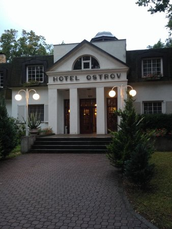 Hotel Ostrov: Остров главный вход!