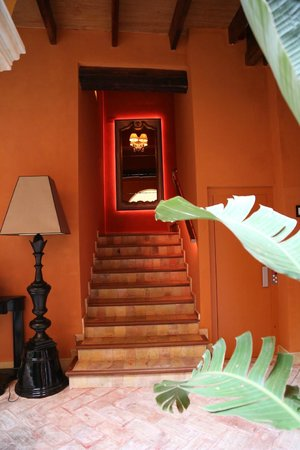 Boutique Hotel Casa del Poeta : the stairs up from the courtyard