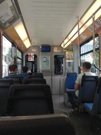 ibis budget Zurich City West: Vista dentro do tram com a TV que avisa (de forma escrita e falada) a próxima estação